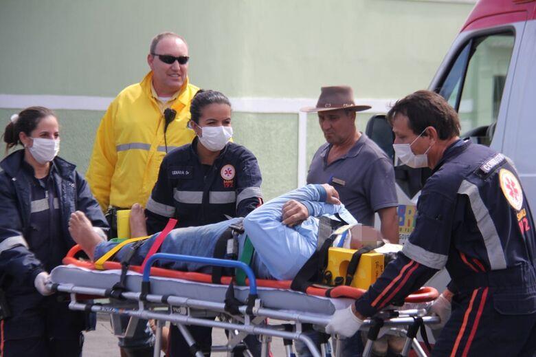Após provocar colisão, ciclista fratura a tíbia e fíbula - Crédito: Maycon Maximino