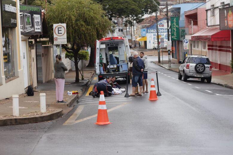 A caminho do trabalho, ciclista sofre acidente de trânsito - Crédito: Marco Lúcio