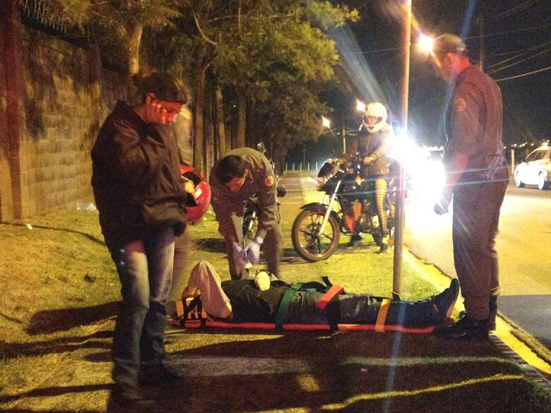 Motos colidem no Jardim Ipanema; dois feridos - Crédito: Luciano Lopes