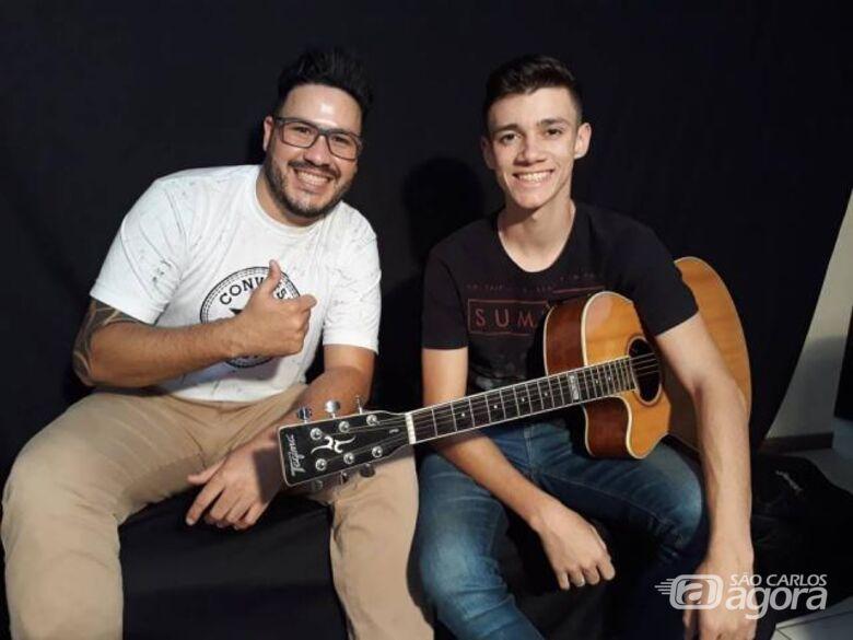 Dupla sertaneja de São Carlos sonha em cantar nos maiores eventos do Brasil - Crédito: Abner Amiel/Folha São Carlos e Região