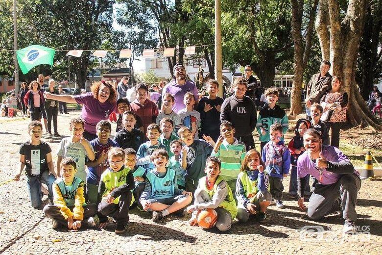 Lhama Maluka promete muita diversão em Feijoada Solidária - Crédito: Divulgação