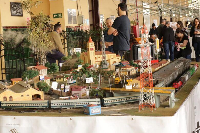 Maquetes de estações, vilas e trens encantam a plataforma da Estação Ferroviária - Crédito: Marco Lúcio
