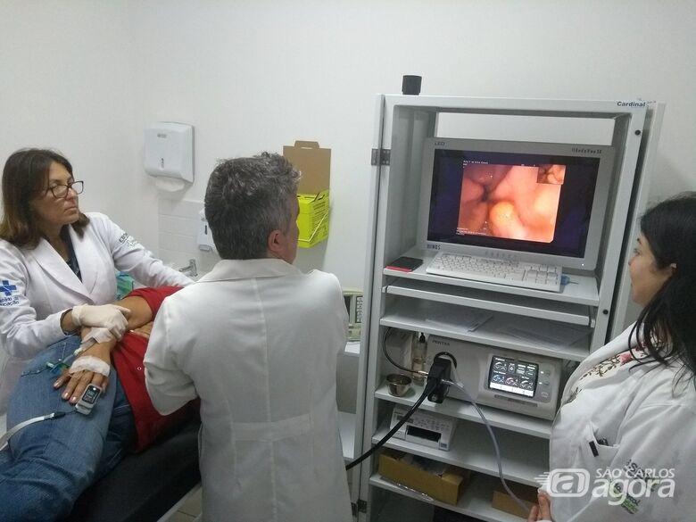 Realização do 1º exame do Serviço de Endoscopia do HU-UFSCar - Crédito: Marilia Corbini/HU