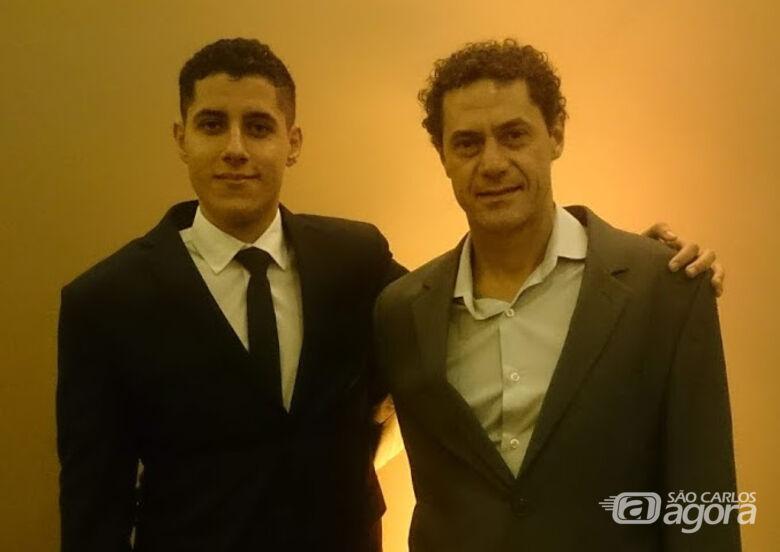 Carlos Eduardo Espinel e Eduardo de Castro durante premiação - Crédito: Acervo pessoal