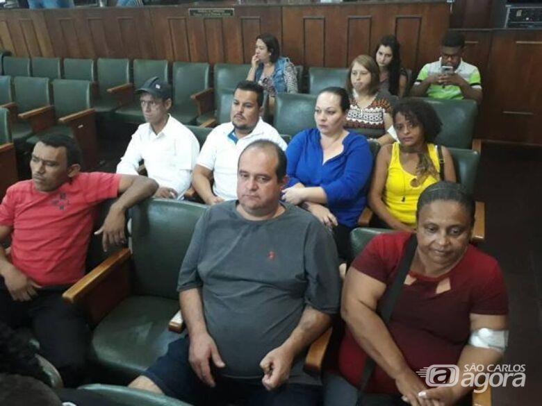 Pacientes da hemodiálise fazem protesto para defender empregos de profissionais - Crédito: Abner Amiel/Folha São Carlos e Região