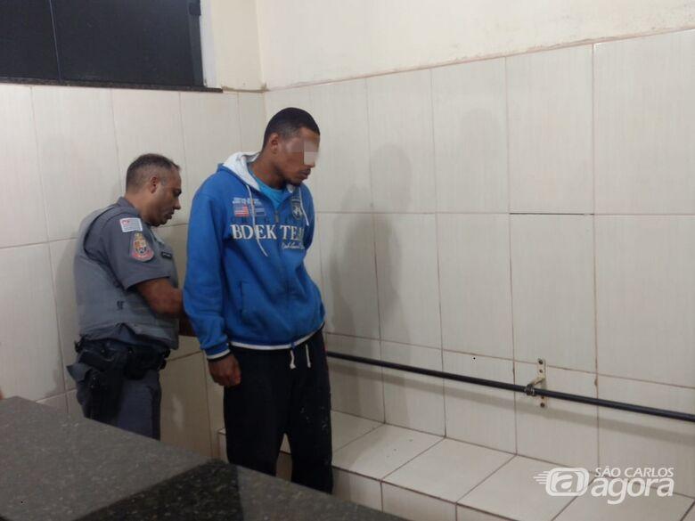 Suspeito de praticar furtos é detido pela PM - Crédito: Luciano Lopes