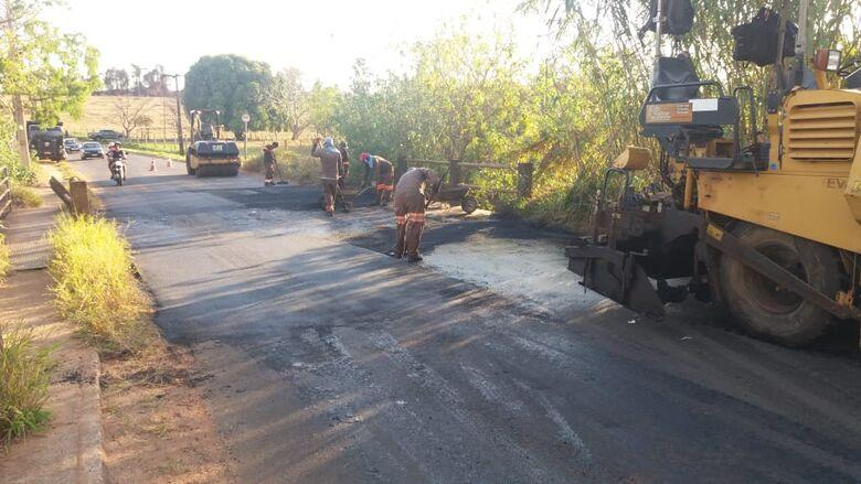 """Empresa """"quebra o galho"""" da prefeitura e realiza recape gratuito de ponte - Crédito: Divulgação"""