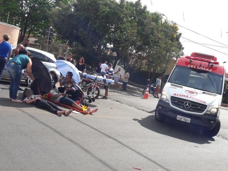 Colisão em cruzamento deixa dois motociclistas feridos - Crédito: Maycon Maximino