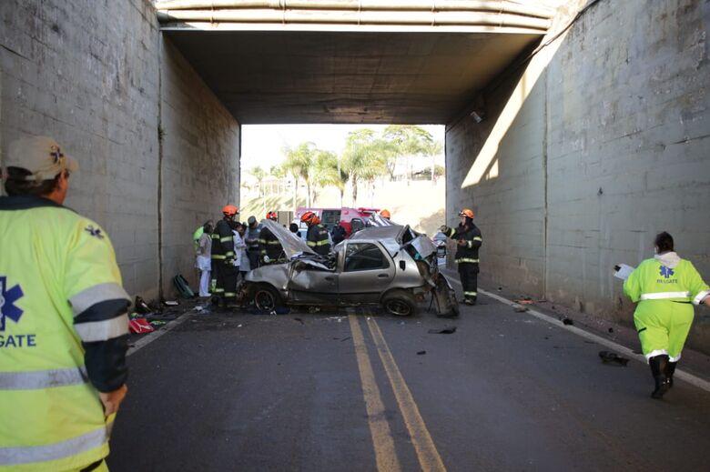 Rapaz morre após carro cair de viaduto na Washington Luis - Crédito: Marco Lucio