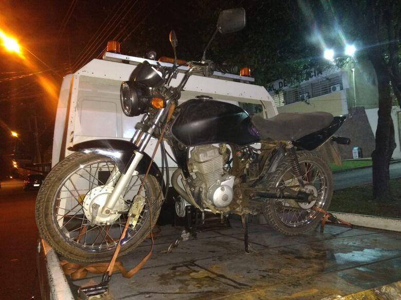 Dupla é detida com moto furtada em 2012 no Presidente Collor - Crédito: Luciano Lopes