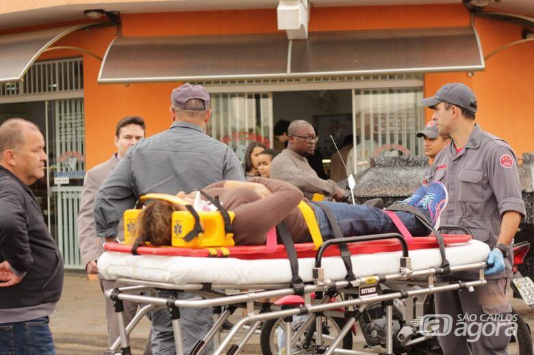 Desrespeito à sinalização causa acidente e motociclista fica ferida - Crédito: Marco Lúcio