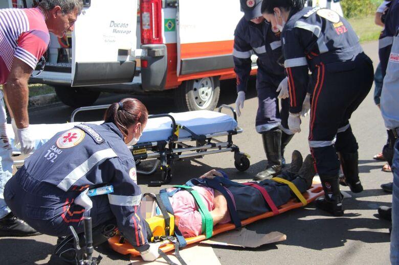 Ciclista idoso fica ferido após colisão na Comendador Alfredo Maffei - Crédito: Maycon Maximino