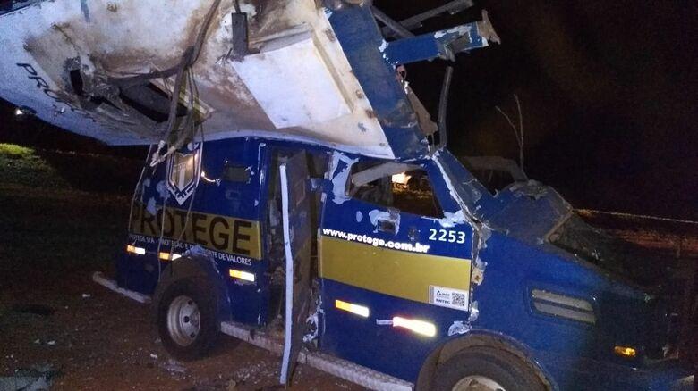 Armados de fuzis, criminosos explodem carro forte na região - Crédito: X-Tudo Ribeirão