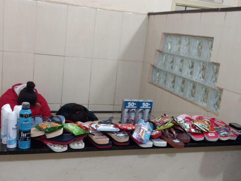 Mulheres furtam vários produtos de supermercado e são detidas por funcionários - Crédito: Luciano Lopes