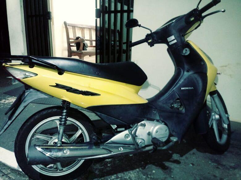 Moto furtada na escola Maria Ramos é localizada pelos irmãos da vítima - Crédito: Luciano Lopes