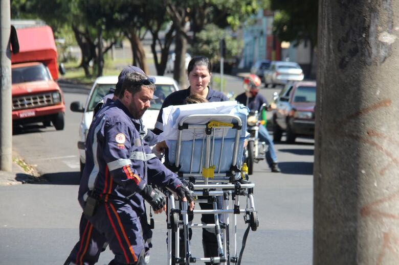 Carro colide na traseira de moto na Vila Sônia - Crédito: Maycon Maximino