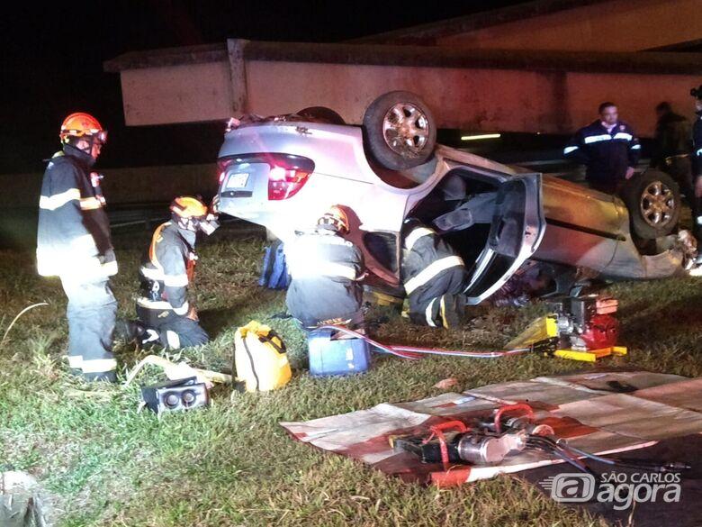 Capotamento deixa um morto e dois feridos na SP-310 em São Carlos - Crédito: Luciano Lopes
