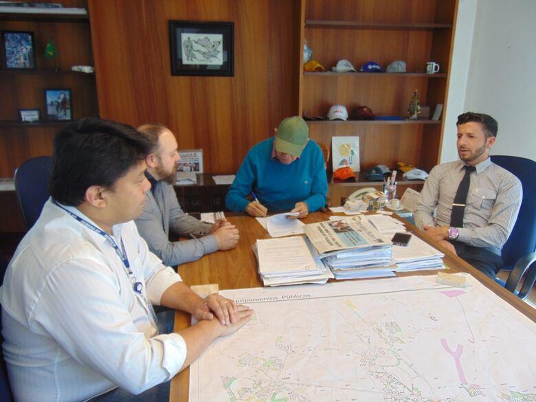 Parceria entre Prefeitura e Sebrae, com apoio e iniciativa do vereador Elton Carvalho, irá capacitar produtores rurais - Crédito: Assessoria do vereador