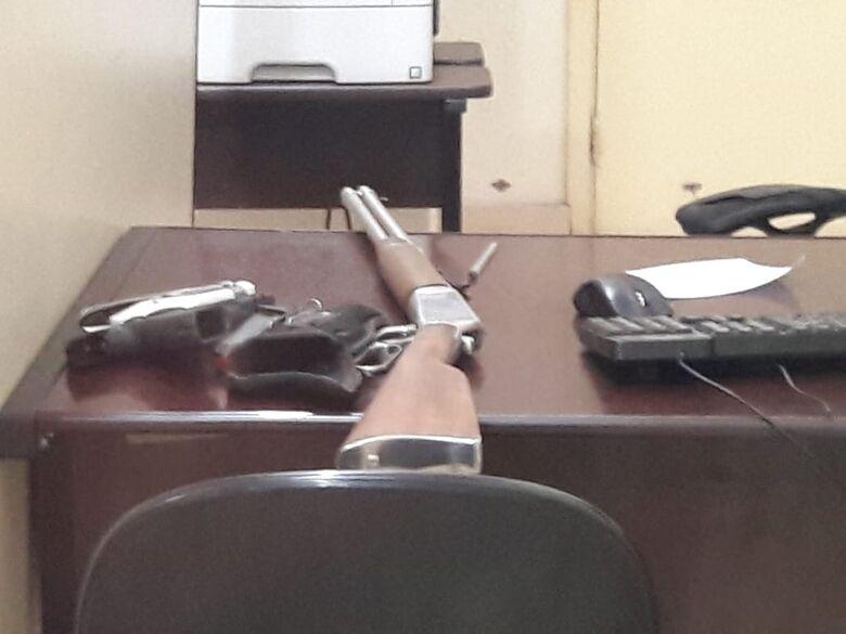 Após denúncia, Polícia Militar apreende armas de fogo - Crédito: Maycon Maximino