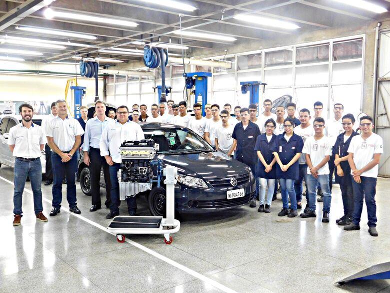 Fábrica de São Carlos da Volkswagen realiza doação de motor para o Senai - Crédito: Divulgação