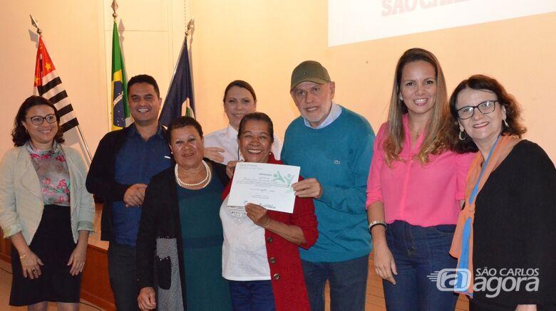 Fundo Social entrega certificados para alunos - Crédito: Divulgação