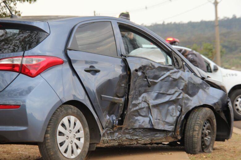 Após assaltar mulher na UFSCar, ladrão colide carro em duas árvores - Crédito: Maycon Maximino