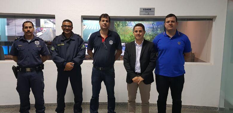 Paraná Filho, o subcomandante Luiz Antônio Marques e o presidente da AGMSC, Eduardo Rodrigues, foram recebidos pelo coordenador Waldemar Batista Júnior - Crédito: Divulgação