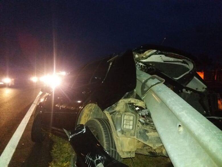 Jovens escapam ilesos de acidente na Washington Luis - Crédito: Rota das Notícias