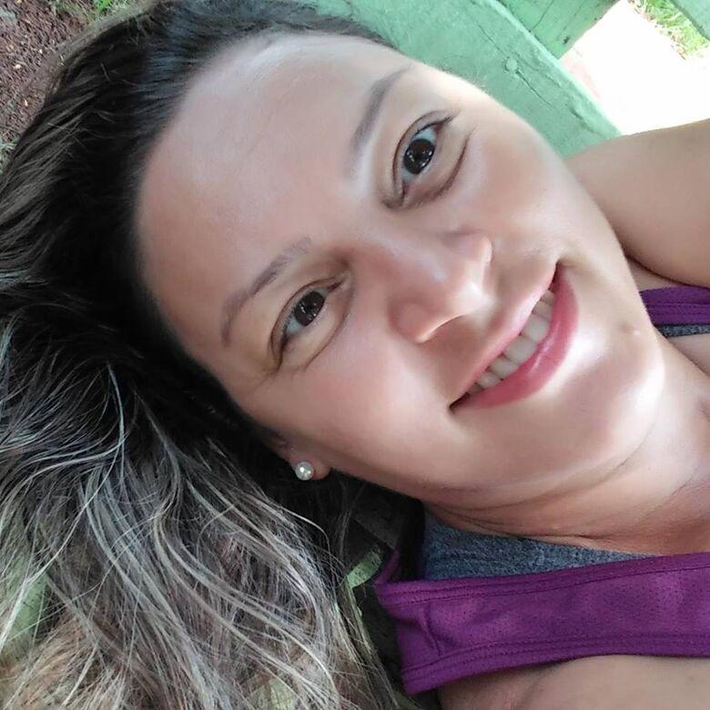 Familiares e amigos prestam últimas homenagens a mulher morta em acidente - Crédito: Redes Sociais