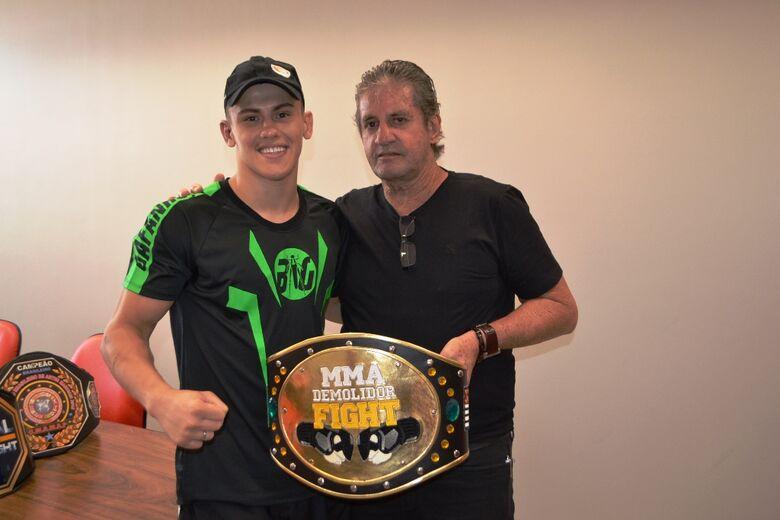 Zé Parella recebe atleta de MMA - Crédito: Divulgação
