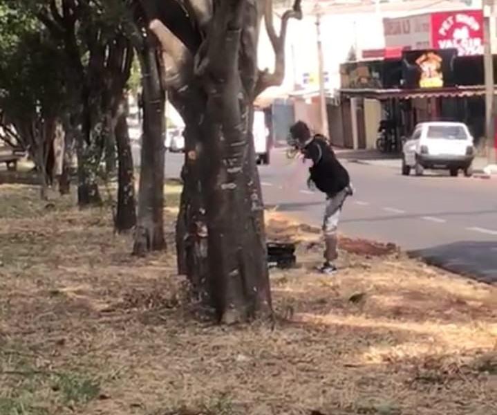 Vândalo danifica radar móvel na Avenida Henrique Gregori [veja vídeo] - Crédito: Divulgação
