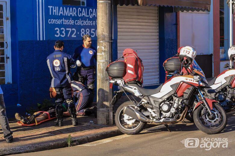 Motociclista fica ferido após sofrer queda - Crédito: Marco Lúcio