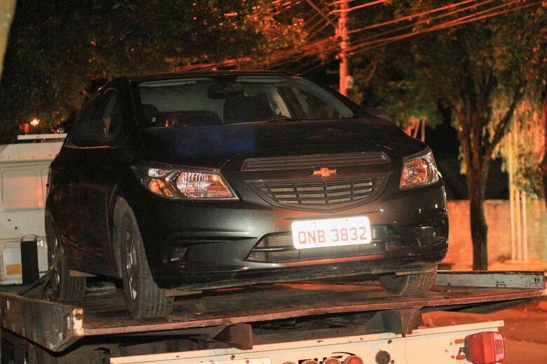 Veículo roubado é abandonado em construção - Crédito: Marco Lúcio