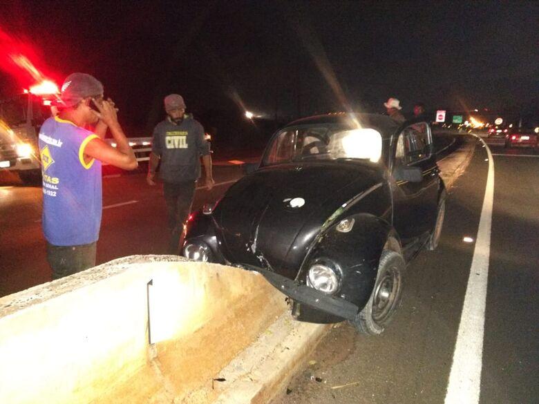 Homem fica ferido após colidir em mureta de concreto na estrada do Broa - Crédito: Luciano Lopes