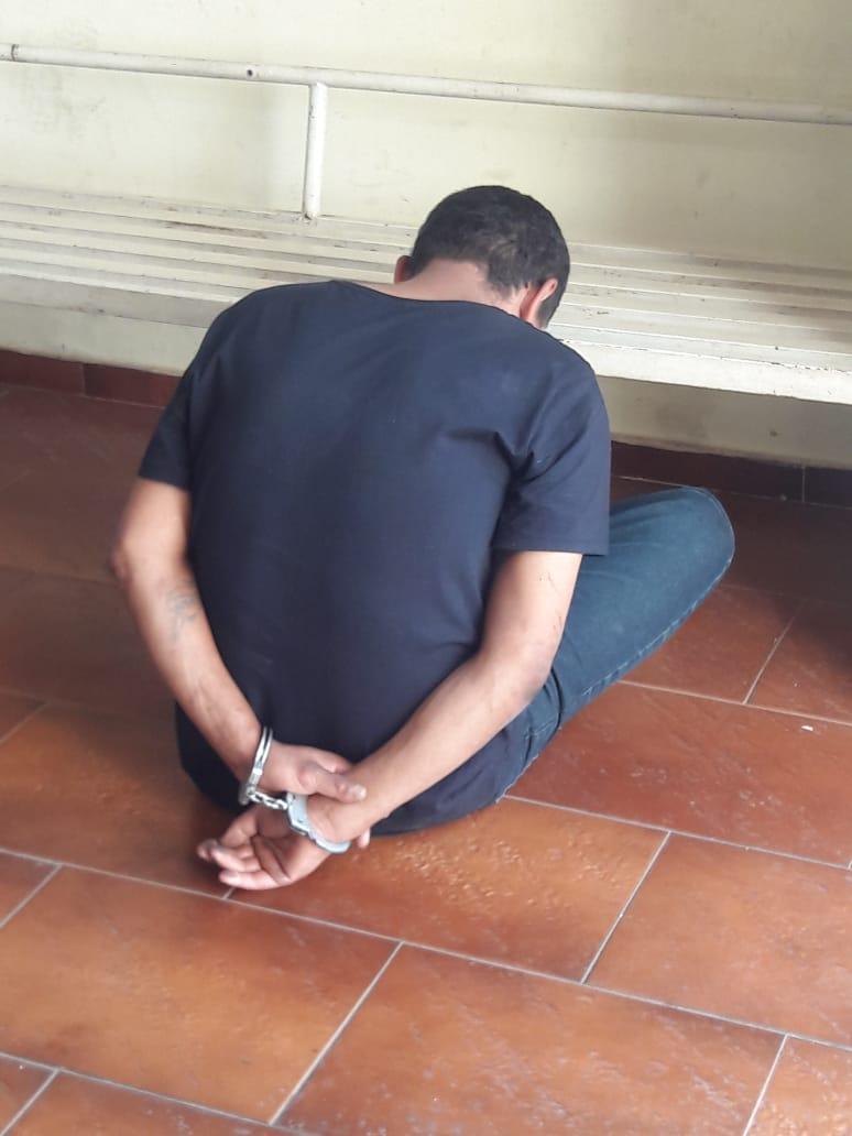 Dupla rouba sacolão e um dos ladrões é preso - Crédito: Maycon Maximino
