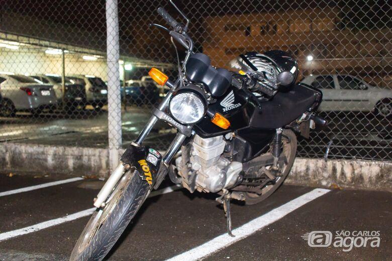 Flagrados em moto, adolescentes tentam fugir da PM - Crédito: Marco Lúcio