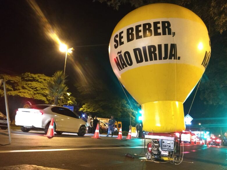 Polícia realiza operação 'Lei Seca' em São Carlos - Crédito: Luciano Lopes