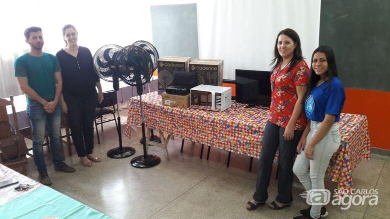 Vereador Elton recebe equipamentos no CRAS Santa Felícia adquiridos por emenda parlamentar - Crédito: Divulgação
