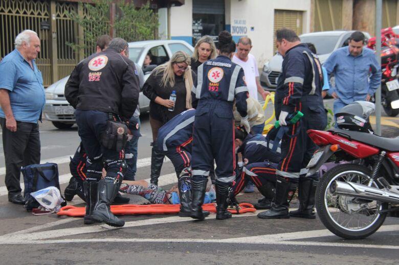 Criança é atropelada por moto na faixa de pedestres - Crédito: Maycon Maximino