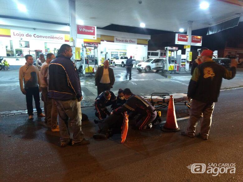 Motociclista fica ferida após bater na traseira de carro -