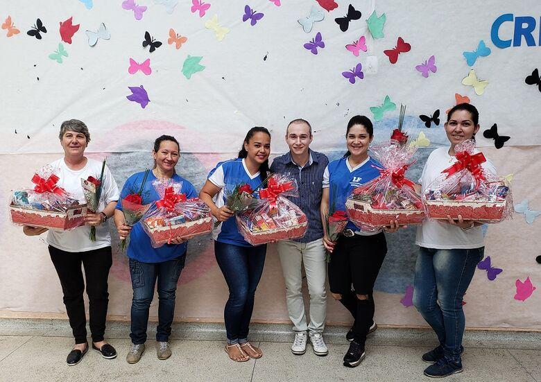 Escola Municipal Mendes homenageia funcionários - Crédito: Divulgação