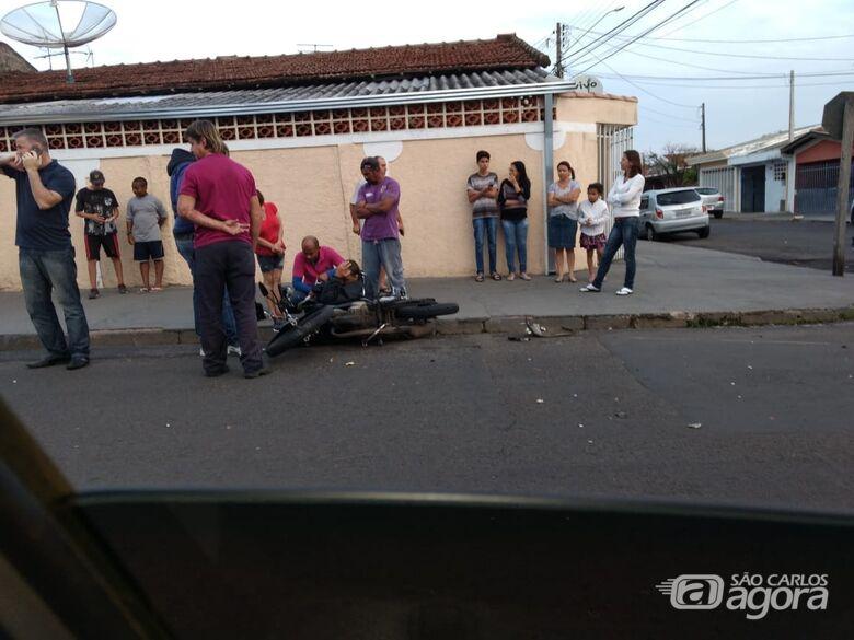 Após colisão, motorista foge e abandona motociclista - Crédito: Divulgação