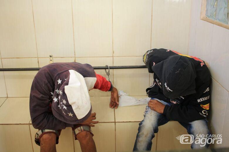 Acusada de tráfico, dupla tenta a fuga mas é detida na SP-215 - Crédito: Marco Lúcio