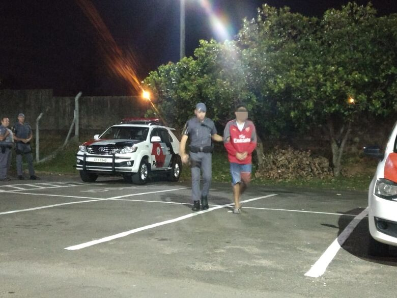 Policiais militares apreendem meio quilo de maconha na Vila Pureza - Crédito: Luciano Lopes
