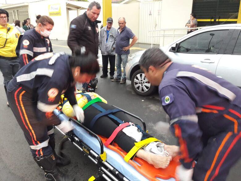 Mulher sofre fratura no tornozelo após atropelamento - Crédito: Maycon Maximino