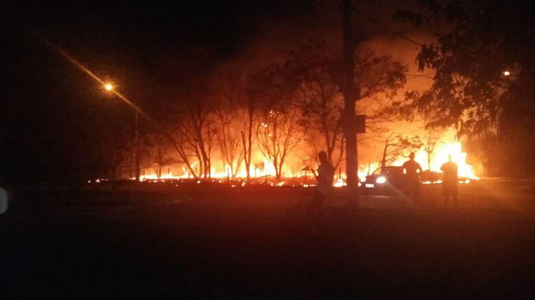 Fogo devasta reserva ambiental no Jardim Embaré [vídeo] - Crédito: Divulgação