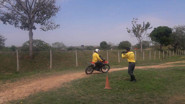 Agentes de Trânsito realizam aperfeiçoamento com campeã paulista de MotoCross - Crédito: Divulgação