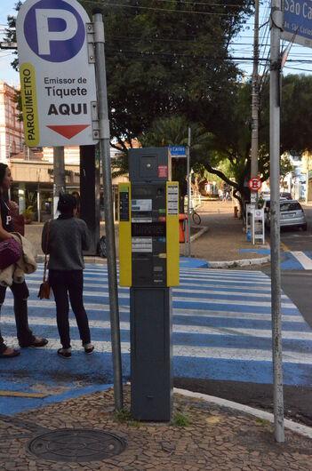 Após novas regras, 277 motoristas foram multados na Área Azul - Crédito: Divulgação