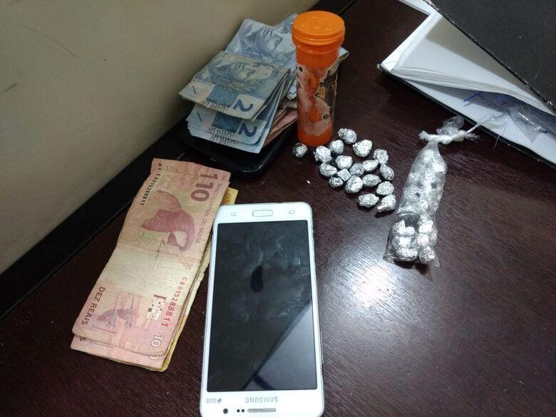 Dupla é detida com drogas no CDHU - Crédito: Luciano Lopes
