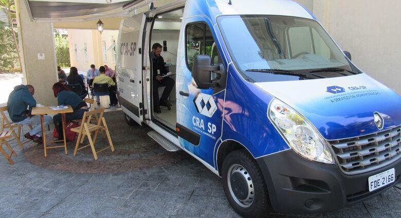 Unidade móvel do CRA-SP oferece serviços gratuitos à população em São Carlos - Crédito: Divulgação